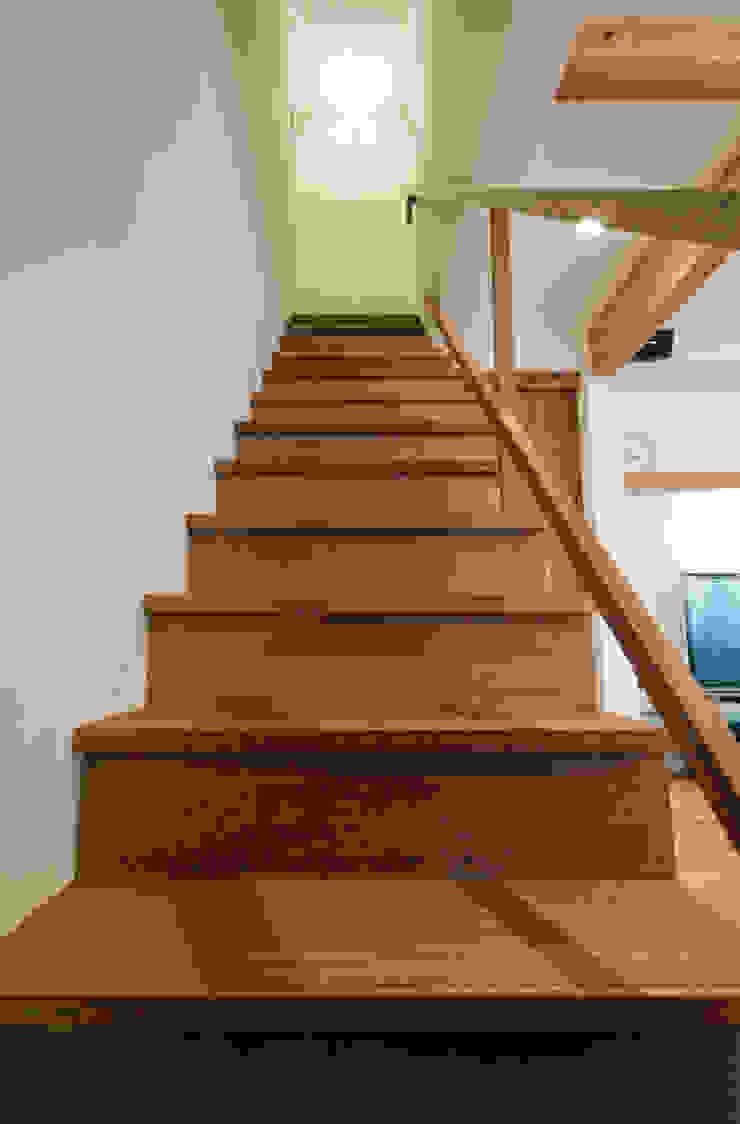 Scandinavian style corridor, hallway& stairs by FrameWork設計事務所 Scandinavian