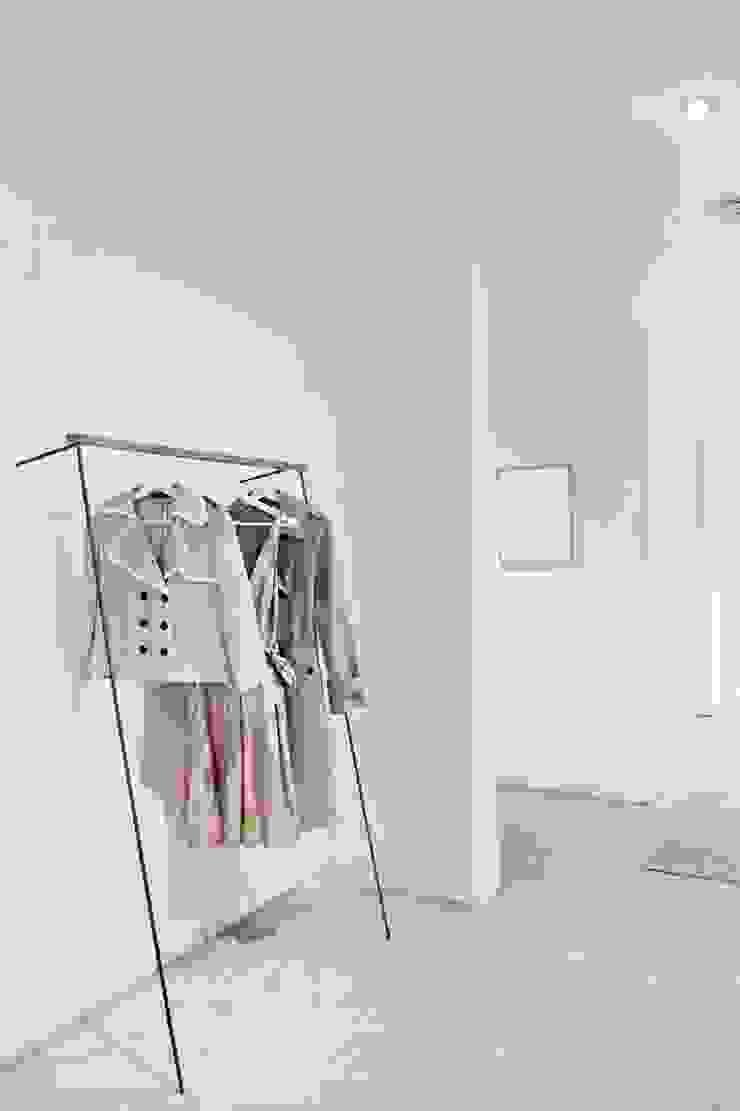 Home Staging Bavaria Corridor, hallway & stairsDrawers & shelves