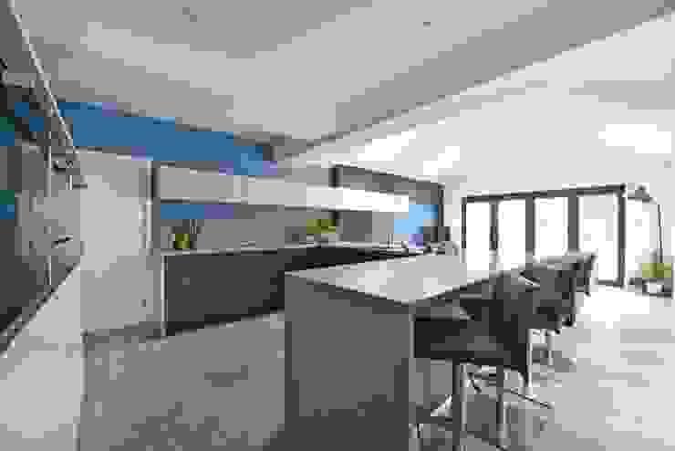 Mr & Mrs Marshall's kitchen Diane Berry Kitchens Modern kitchen Wood effect