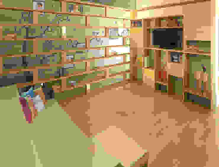 โดย Perfil Arquitectónico โมเดิร์น ไม้ Wood effect