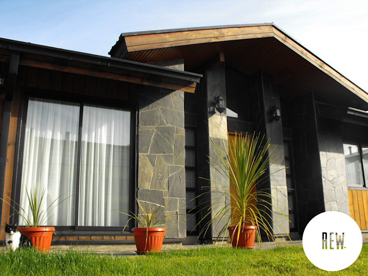 REW. Arquitectura & Diseño Rustic style house Stone Wood effect