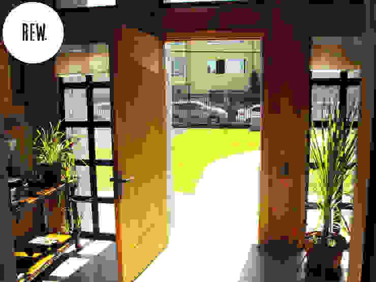 منازل تنفيذ REW. Arquitectura & Diseño