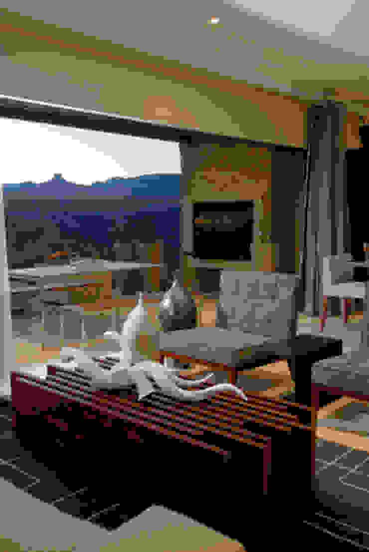 Nondela 3 Modern living room by Full Circle Design Modern