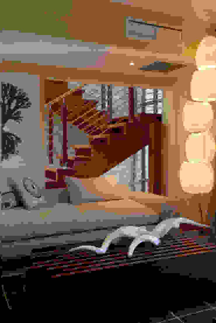Nondela 3 Modern Corridor, Hallway and Staircase by Full Circle Design Modern
