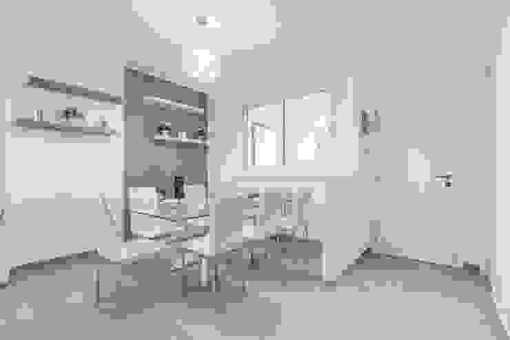 Modern Living Room by Facile Ristrutturare Modern