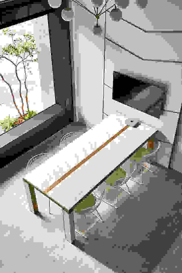 Kantor & Toko Modern Oleh 臣田設計 Modern