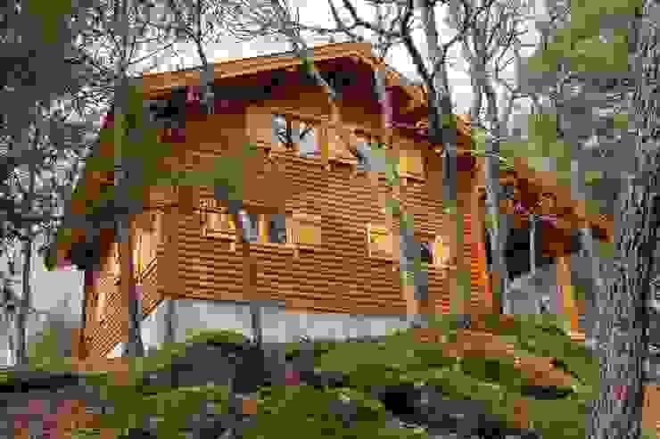 Casas de madera de estilo  por Rusticasa, Rústico Madera maciza Multicolor