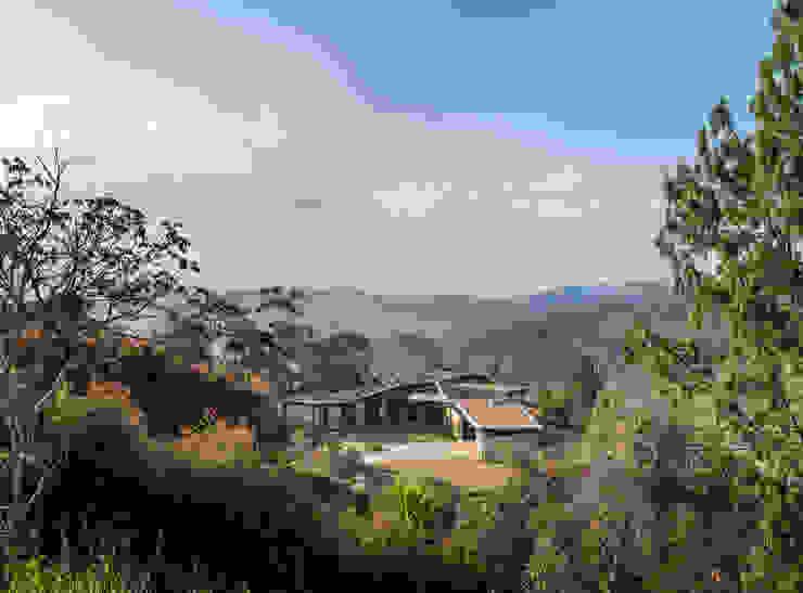 Exterior: Casas de estilo  por OPUS, Rural