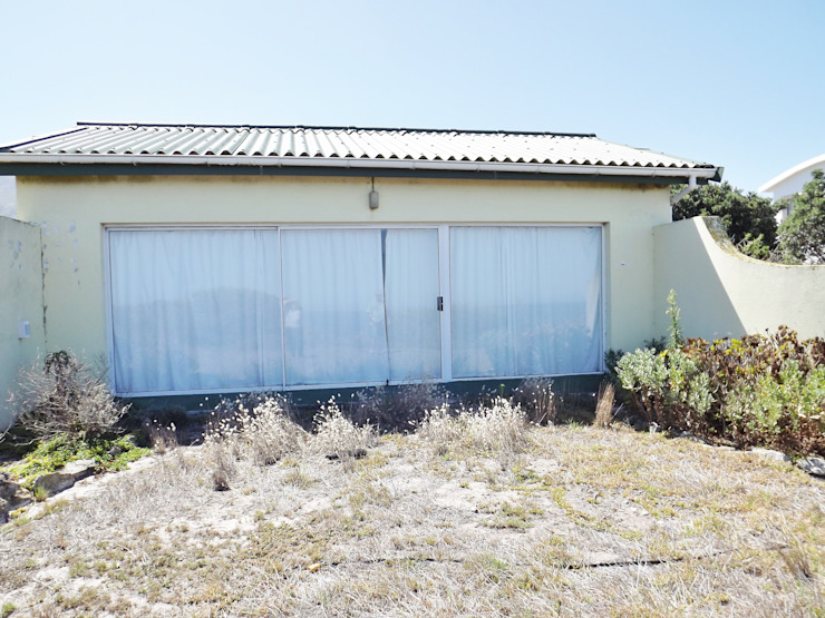Upgrading of Heritage home in Betty's Bay:   by Rudolf Henning Construction,