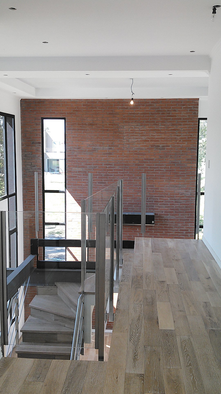 Modern Corridor, Hallway and Staircase by Grupo PZ Modern