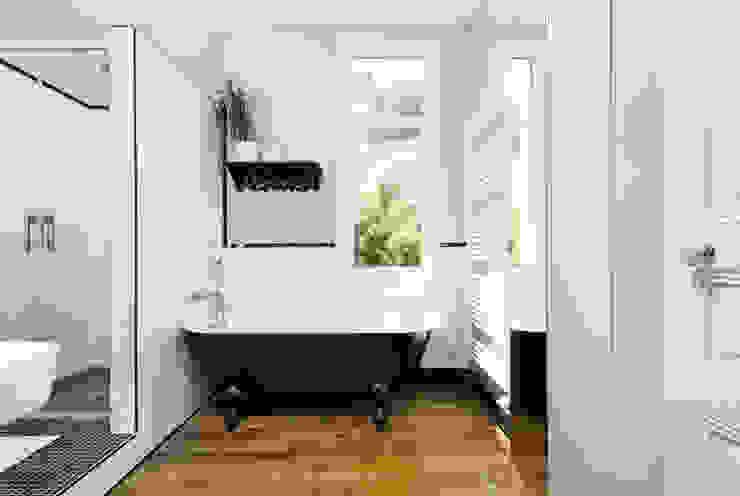 Ausgefallene Badezimmer von MadaM Architecture Ausgefallen
