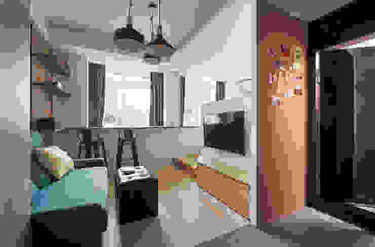小資工業住宅 工業風的玄關、走廊與階梯 根據 有偶設計 YOO Design 工業風