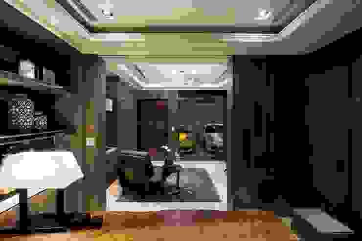 Posamo Garage 根據 POSAMO十邑設計 隨意取材風 木頭 Wood effect
