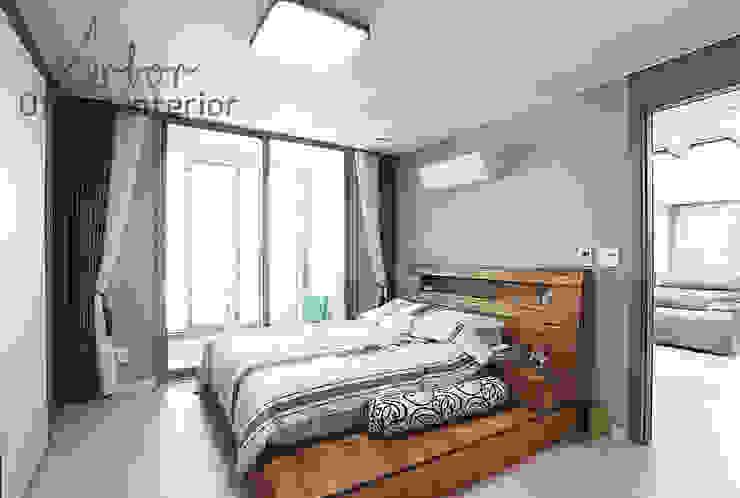 Phòng ngủ phong cách hiện đại bởi 디자인 아버 Hiện đại
