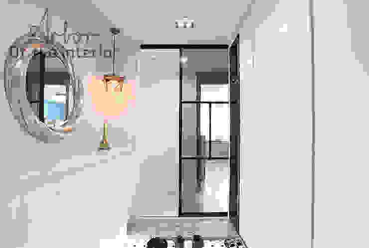 Hành lang, sảnh & cầu thang phong cách hiện đại bởi 디자인 아버 Hiện đại