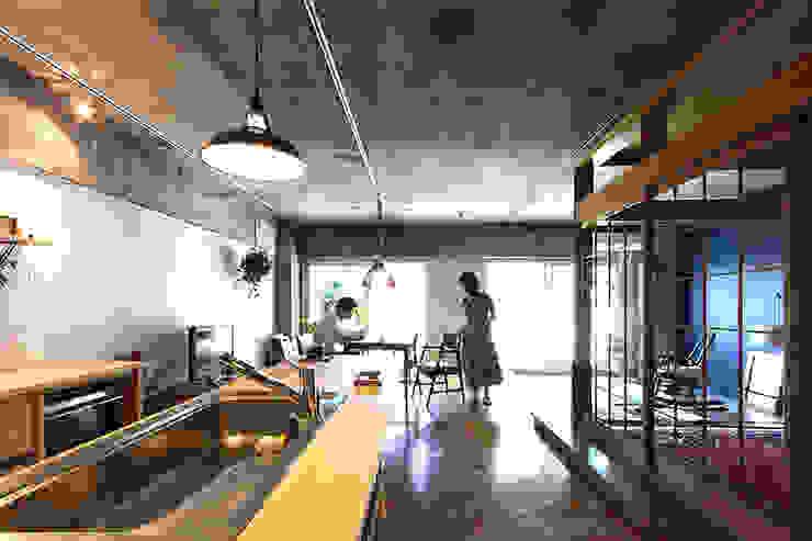 夫婦の生活風景 オリジナルデザインの キッチン の 今津修平/株式会社MuFF オリジナル
