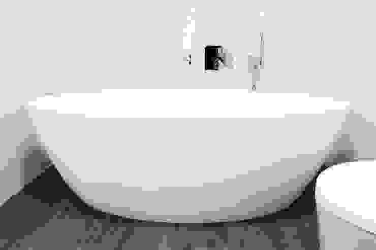 Modern style bathrooms by Grupo HC Modern