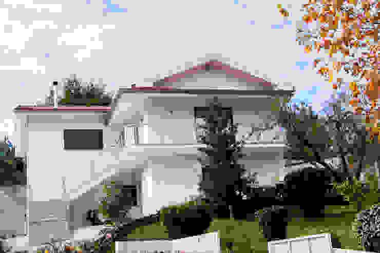 Modern home by Grupo HC Modern