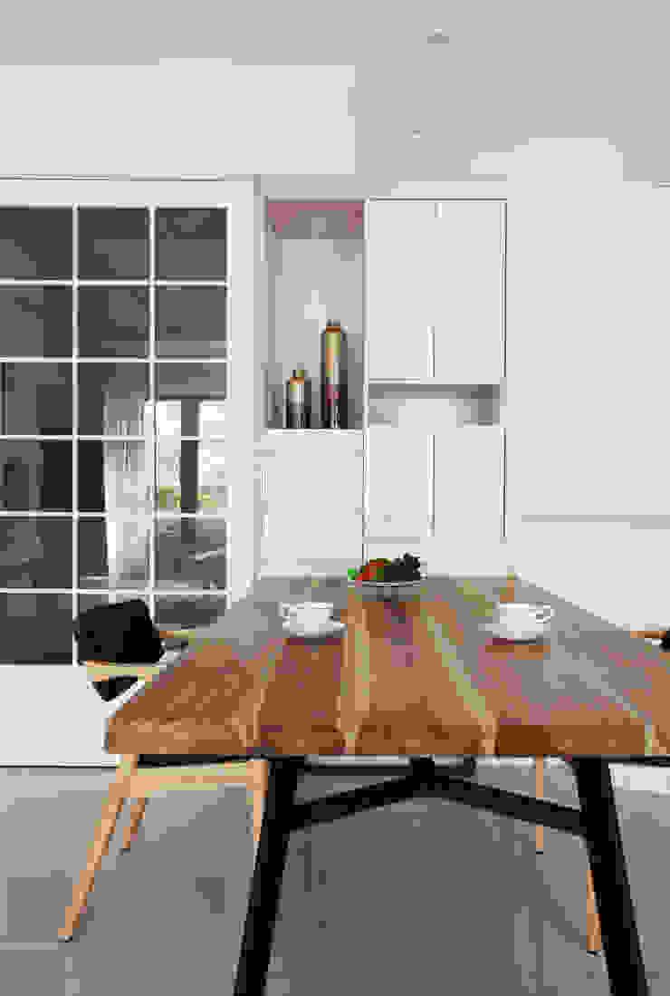 Comedores de estilo moderno de 築一國際室內裝修有限公司 Moderno