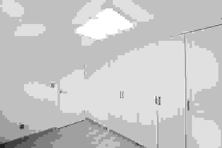 Chambre moderne par 한글주택(주) Moderne