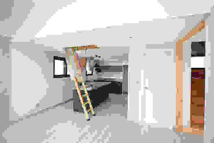 Salon moderne par 한글주택(주) Moderne