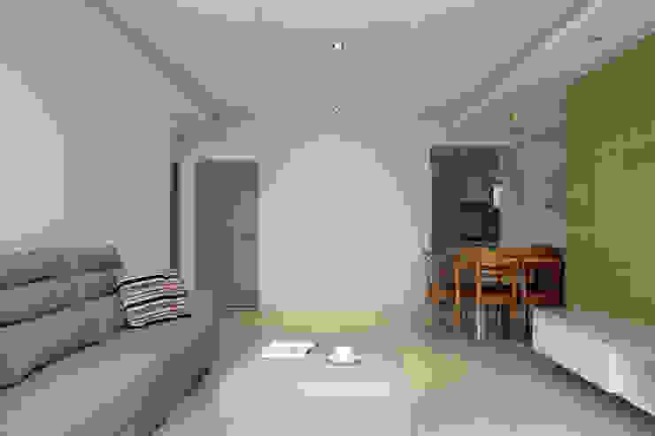 Tranquil 现代客厅設計點子、靈感 & 圖片 根據 築一國際室內裝修有限公司 現代風