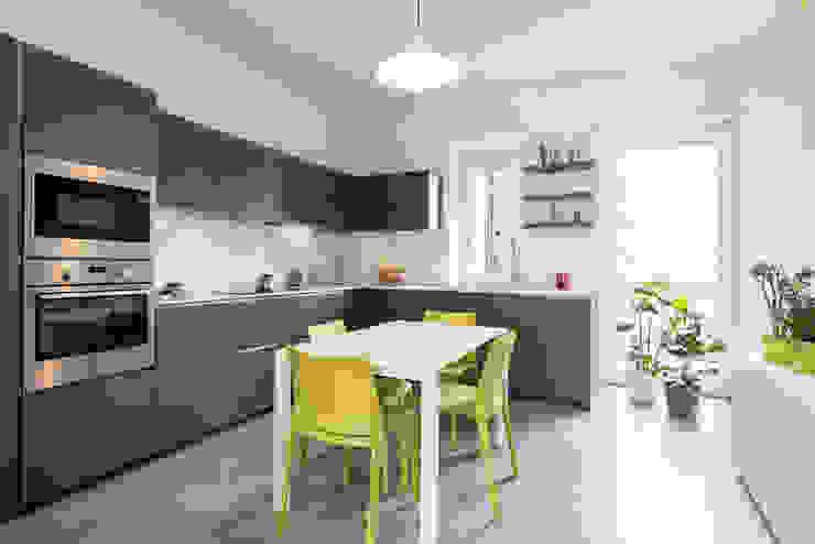 Cocinas modernas de Archifacturing Moderno Tablero DM