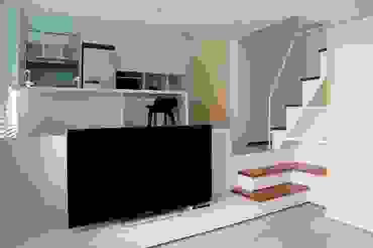 Curvature 现代客厅設計點子、靈感 & 圖片 根據 築一國際室內裝修有限公司 現代風