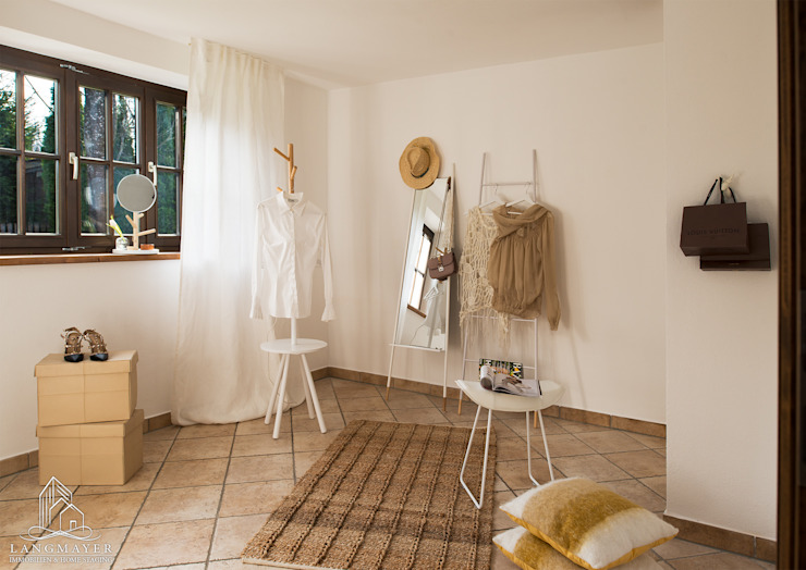 Langmayer Immobilien & Home Staging Walk in closets de estilo rural