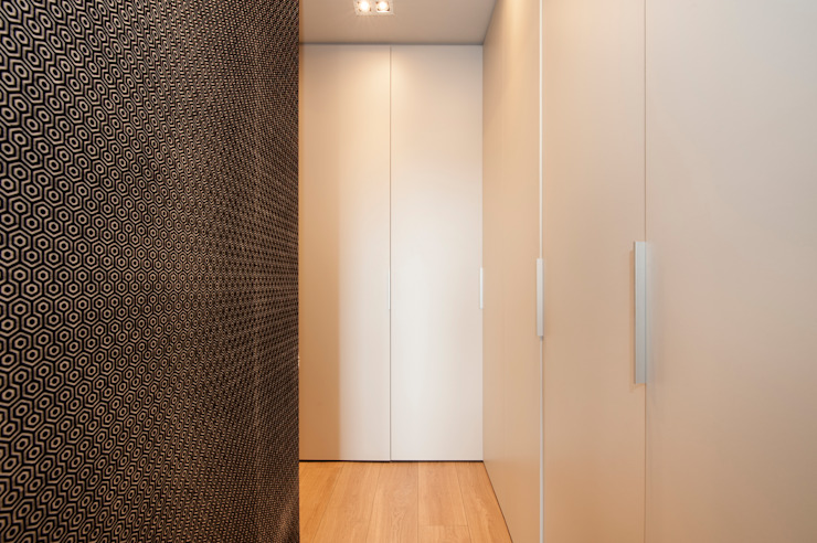 Modern Corridor, Hallway and Staircase by Sincro Modern