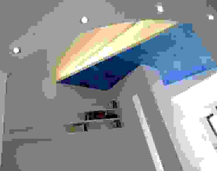 Paredes y pisos modernos de Pecoramelloarchitetti Moderno
