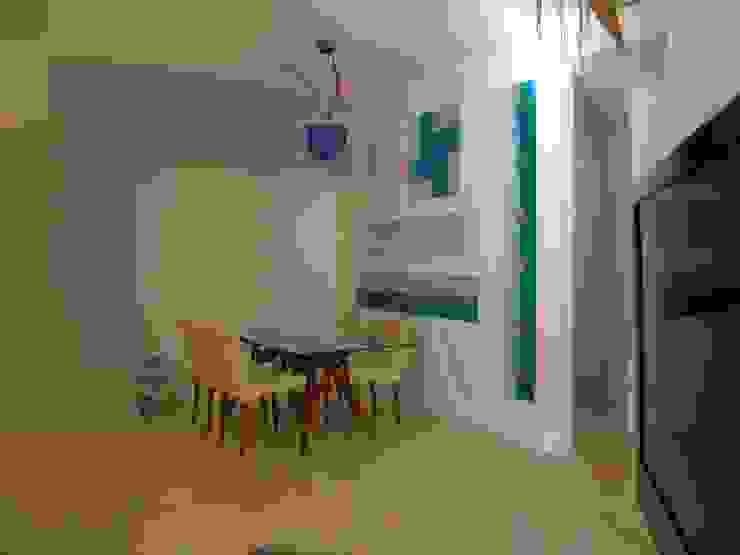 Salle à manger moderne par Pecoramelloarchitetti Moderne