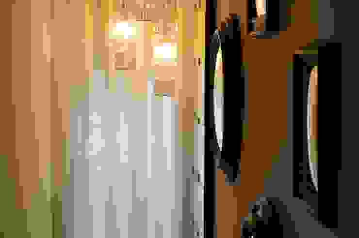 Upper Design by Fernandez Architecture Firm Classic corridor, hallway & stairs