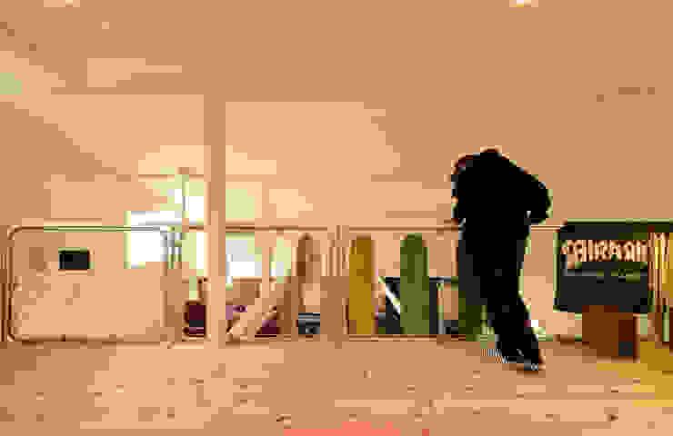 Phòng trẻ em phong cách chiết trung bởi 加藤淳一級建築士事務所 Chiết trung
