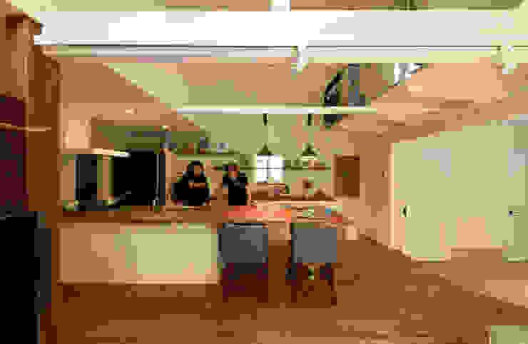 Nhà bếp phong cách chiết trung bởi 加藤淳一級建築士事務所 Chiết trung