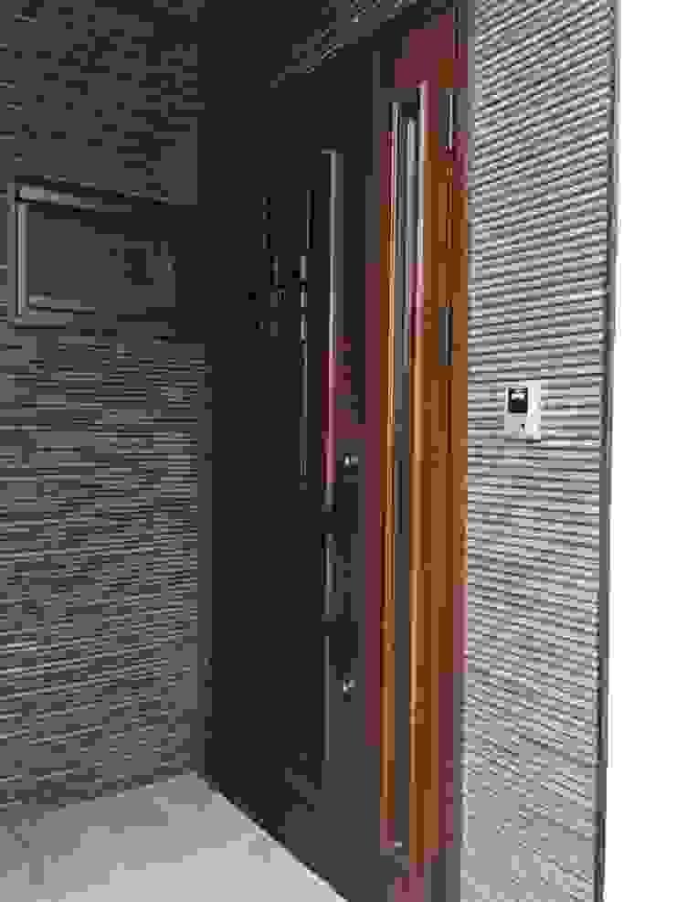 YKK베나토 현관문 입니다. 현관 입구 포인트는 릭실 이낙스타일 호소와리 보더 블랙 모델입니다. by 창조하우징