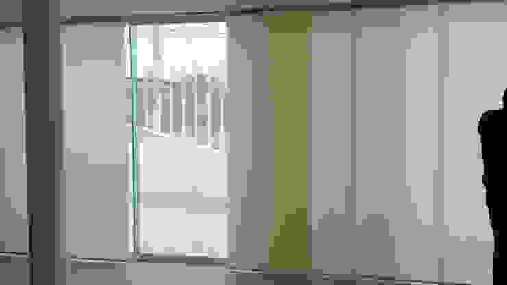 Salas / recibidores de estilo  por ARDUZZ Decoracion,
