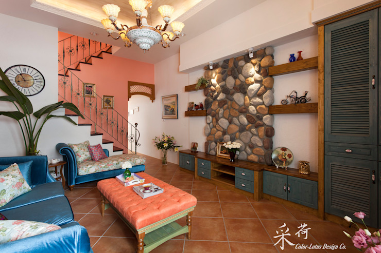 Ruang Keluarga Gaya Country Oleh 采荷設計(Color-Lotus Design) Country Parket Multicolored