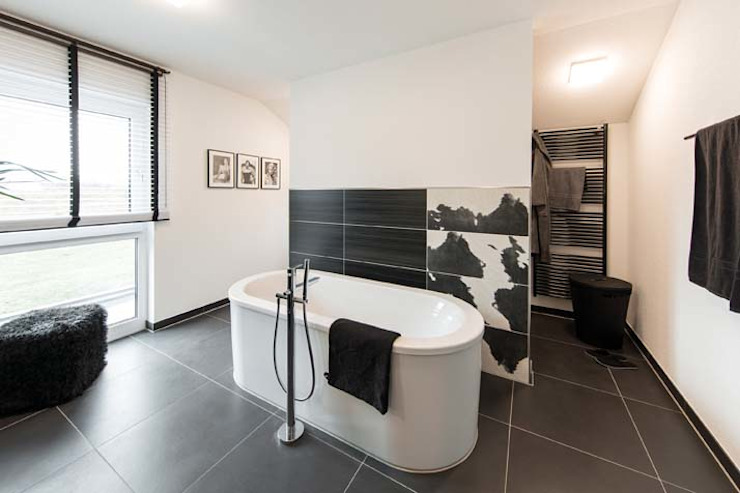 Baños de estilo  de FingerHaus GmbH - Bauunternehmen in Frankenberg (Eder), Moderno