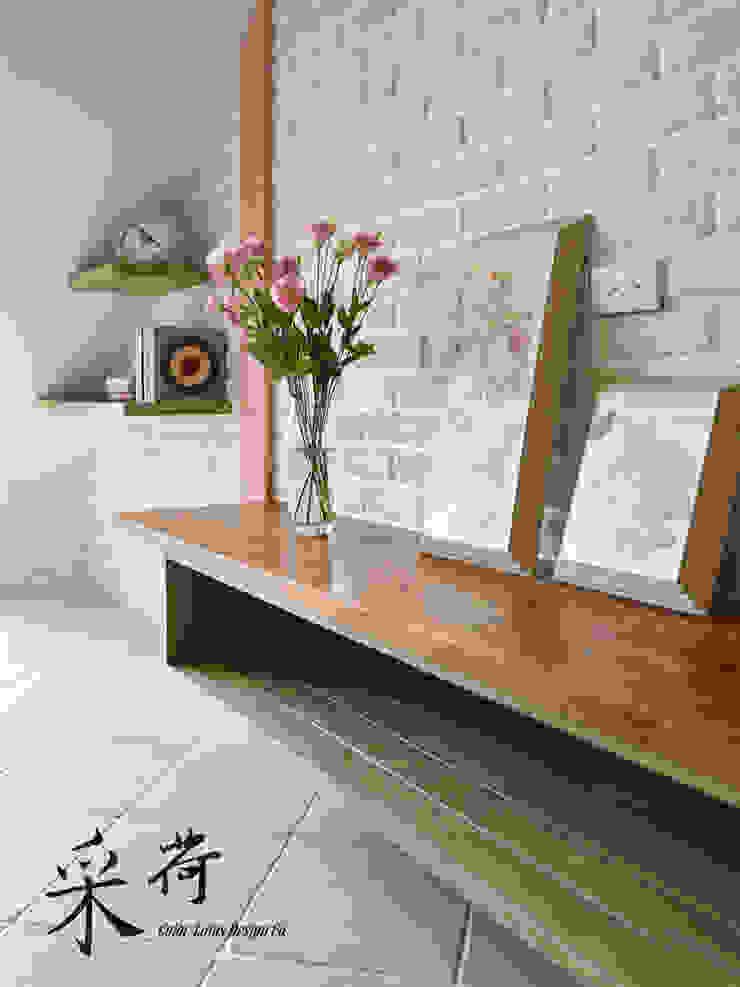 美式鄉村風-小坪數夾層屋:  國家  by 采荷設計(Color-Lotus Design), 鄉村風 實木 Multicolored