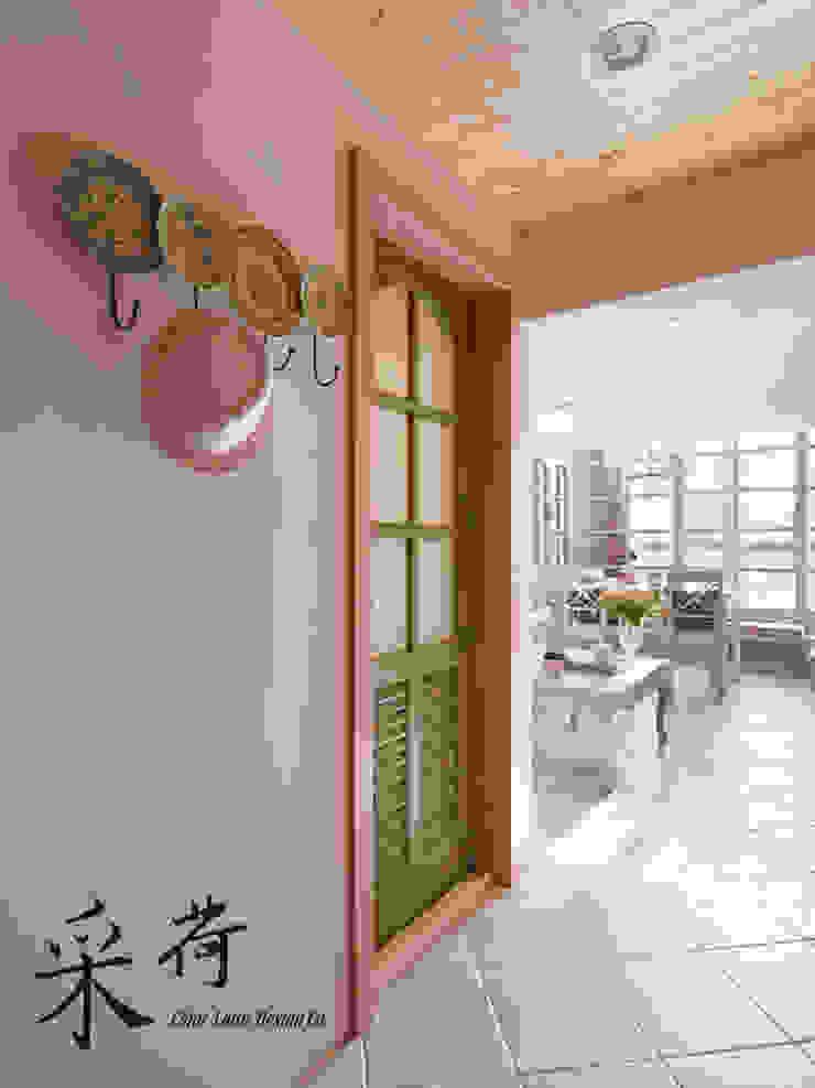 美式鄉村風-小坪數夾層屋 乡村风格的走廊,走廊和楼梯 根據 采荷設計(Color-Lotus Design) 鄉村風 磁磚