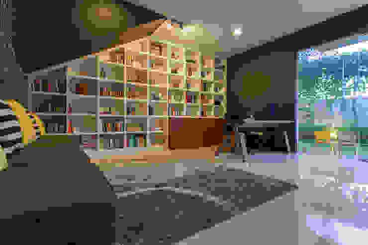 - Ruang Studi/Kantor Modern Oleh homify Modern Kayu Wood effect
