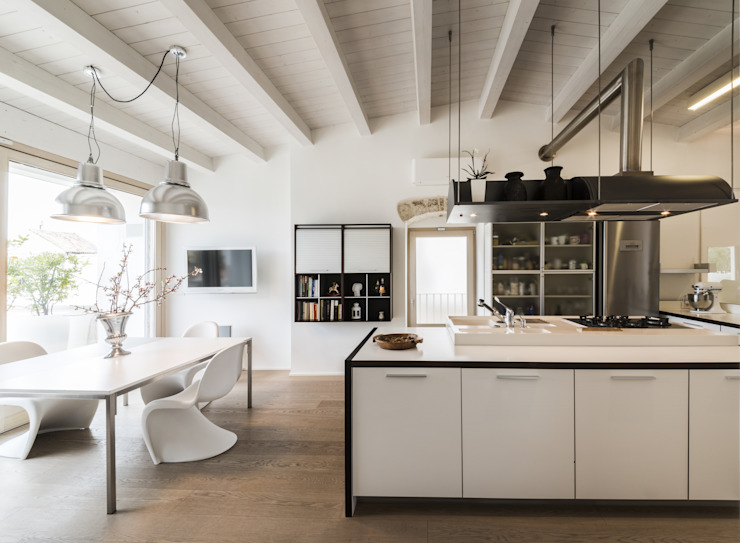 Recupero Funzionale Cucina in stile mediterraneo di marco tassiello architetto Mediterraneo