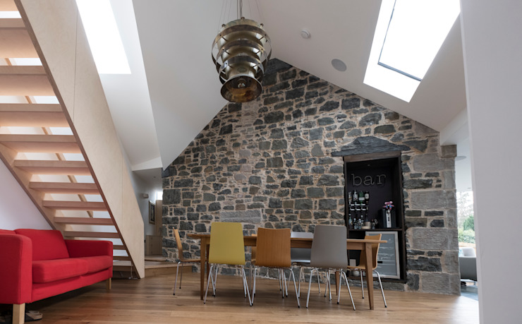 Dining room with exposed stone wall:  Dining room by Woodside Parker Kirk Architects,