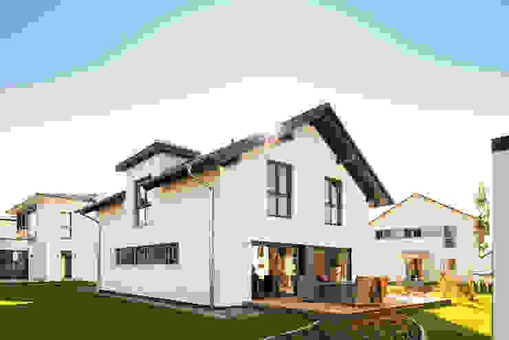 Casas unifamiliares de estilo  por FingerHaus GmbH - Bauunternehmen in Frankenberg (Eder), Moderno