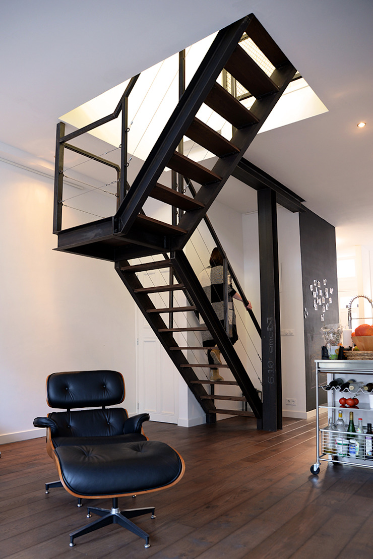 Verbouwing woning en ontwerp nieuwe stalen trap Industriële woonkamers van NOV'82 Architecten Industrieel