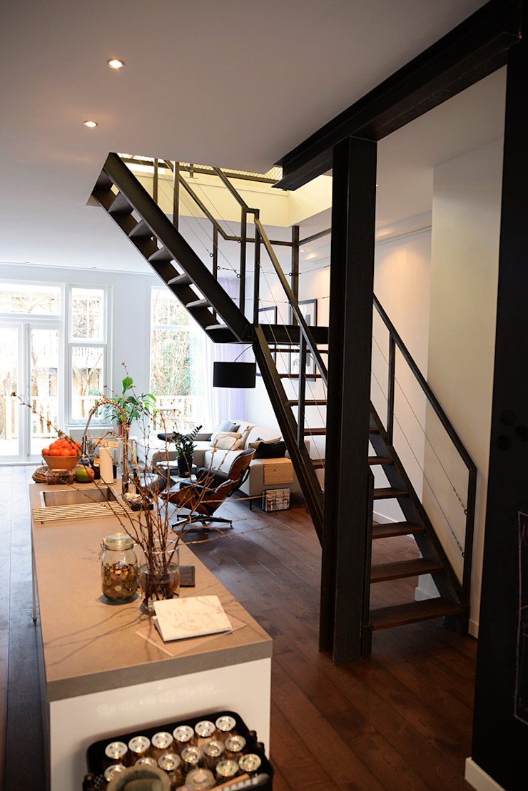 Verbouwing woning en ontwerp nieuwe stalen trap Industriële keukens van NOV'82 Architecten Industrieel