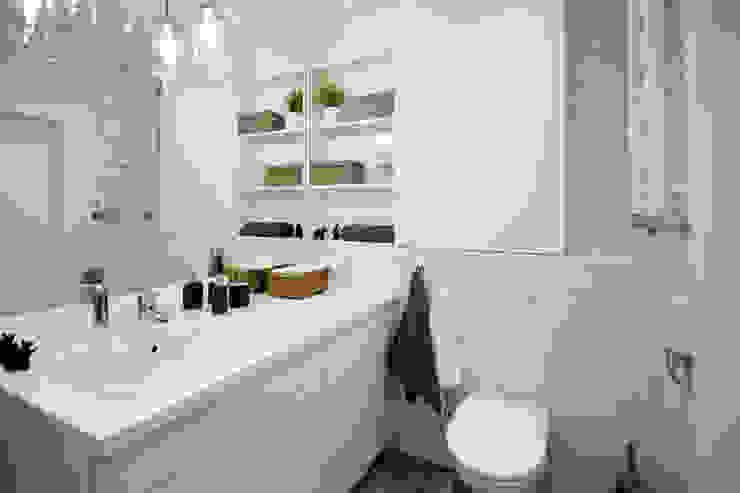 Scandinavian style bathroom by IDAFO projektowanie wnętrz i wykończenie Scandinavian