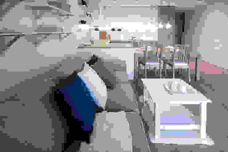Salas de estilo escandinavo de IDAFO projektowanie wnętrz i wykończenie Escandinavo