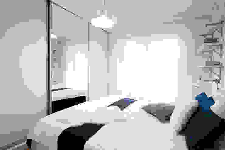 Habitaciones de estilo escandinavo de IDAFO projektowanie wnętrz i wykończenie Escandinavo